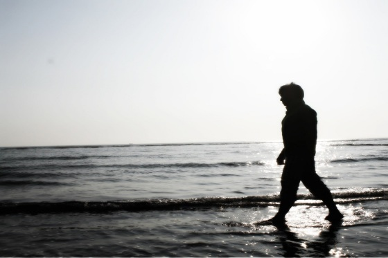 sad-boy-walking-695007_1280